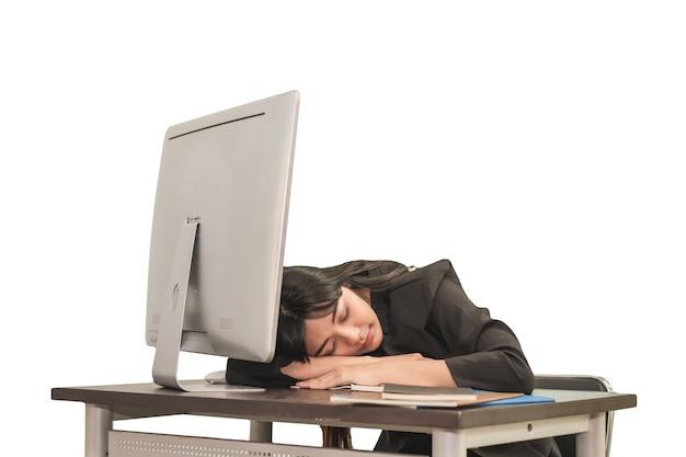 Деловая женщина вздремнуть на своем столе в рабочее время, бизнес-концепция