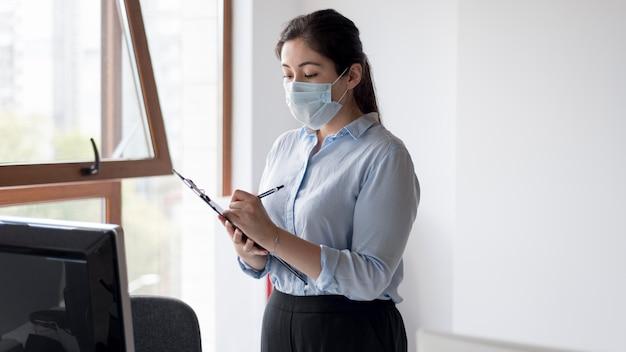 Maschera da portare della donna di affari