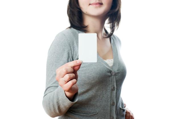 カードを持つビジネス女性