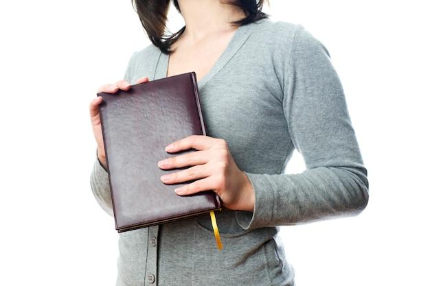 Деловая женщина с дневником