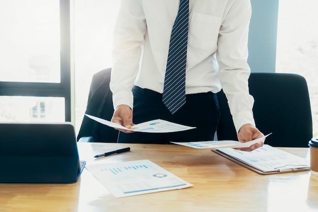 사업 투자 마케팅 데이터를 분석합니다.