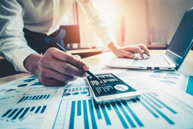 사업가 주식 시장 조사의 데이터를 분석합니다.
