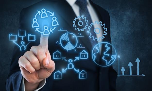 背景のビジネスマンと分析のシンボル
