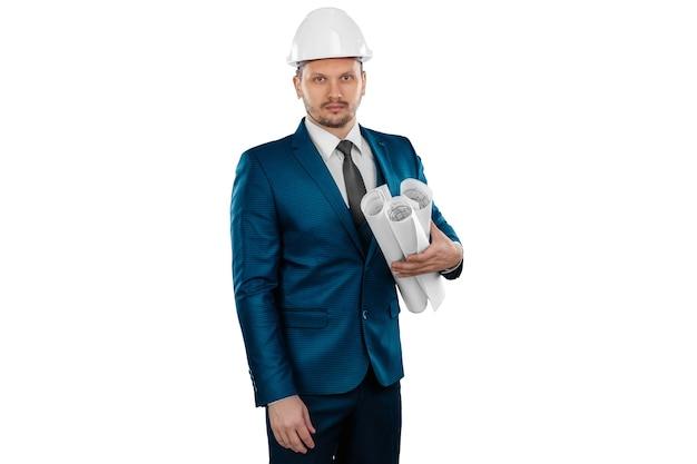 彼の頭に白いヘルメットを持つ実業家建築家