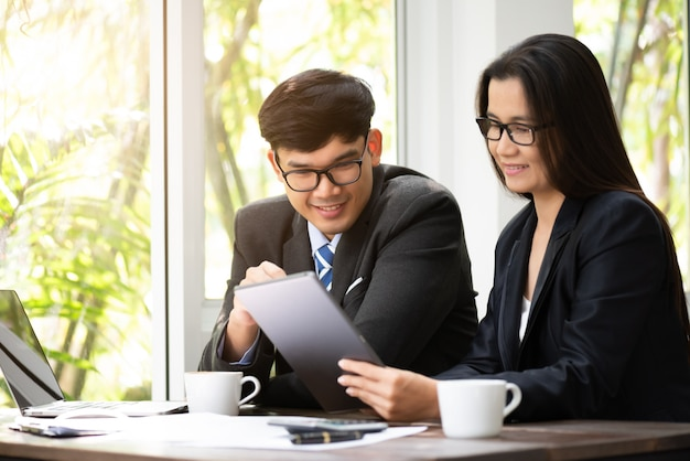 Businessman and businesswoman using tablet meeting. business meeting discussion.