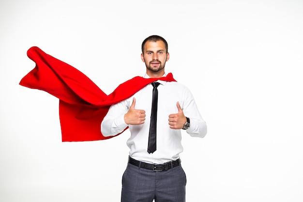 Бизнесмен одет как супергерой с большими пальцами руки вверх изолирован на белом фоне