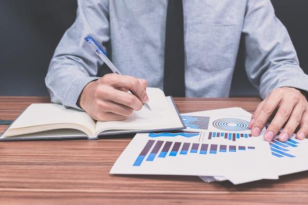 사업 금융 성장 그래프 문서 검토 사업