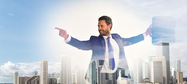 ビジネスマンの財務マネージャーは、デジタル表面を相互作用します。ブリーフケースビジネスセンターの背景を持つビジネスマン。財務統計デジタルテクノロジー。デジタルビジネスコンセプト。デジタル表面に触れます。
