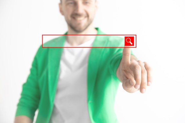 Палец бизнесмена касаясь пустой панели поиска