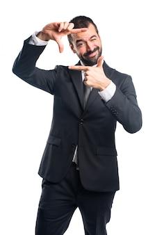 Uomo d'affari concentrarsi con le dita