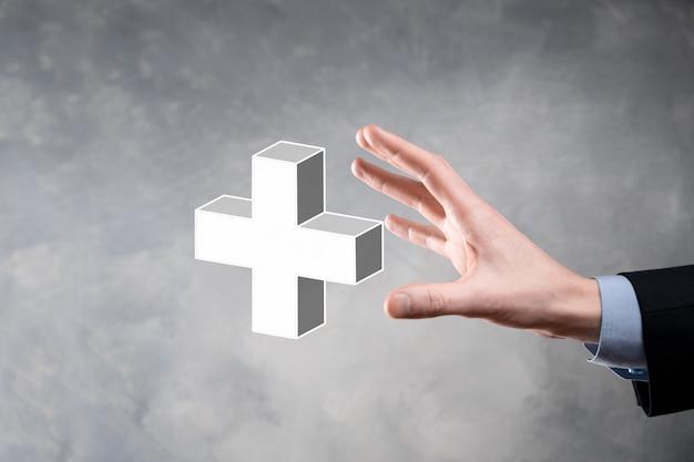사업가 3d 플러스 아이콘을 잡고, 남자 손에 잡고 이익, 혜택과 같은 긍정적 인 것을 제공합니다.