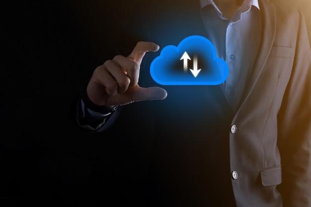 사업가 보류 클라우드 아이콘. 클라우드 컴퓨팅 개념-스마트 폰을 클라우드에 연결합니다. 스마트 폰으로 컴퓨팅 네트워크 정보 기술자 빅 데이터 개념입니다.