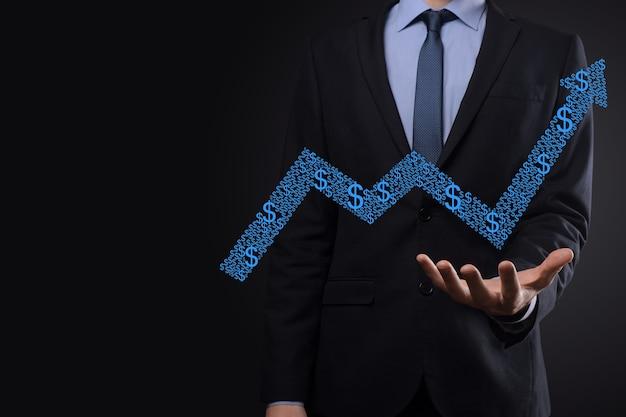 ビジネスマンは、画面の成長グラフ、正の成長アイコンの矢印に描画を保持します。上向きの矢印で創造的なビジネスチャートを指しています。財務、ビジネスの成長の概念。 Premium写真