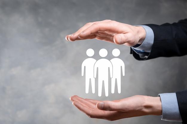 사업가 보류 팀웍 아이콘. 강력한 팀 구축. 사람 아이콘입니다. 인적 자원 및 관리 개념. 소셜 네트워킹, 평가 센터 개념, 개인 감사 또는 Crm 개념. 프리미엄 사진