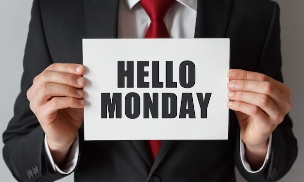 안녕하세요 월요일 텍스트 카드를 들고 사업
