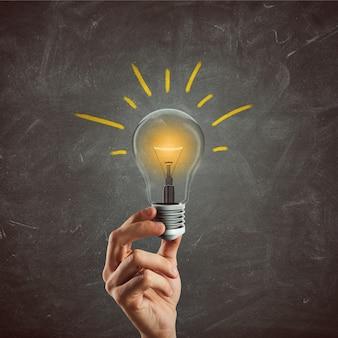 電球を持っているビジネスマン。素晴らしいビジネスアイデアのコンセプト。 3dレンダリング