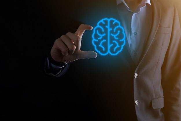 抽象脳とアイコンツール、デバイス、仮想、革新的な開発、未来の技術、科学、革新、ビジネスコンセプトの顧客ネットワーク接続通信を保持しているビジネスマン