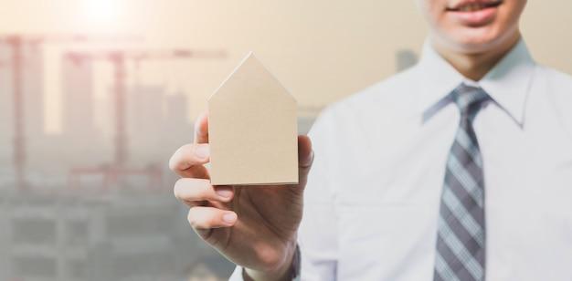 사업가 하우스 모델-부동산 개념을 잡고