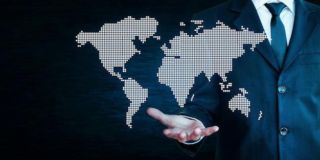 사업가 세계지도 들고입니다.