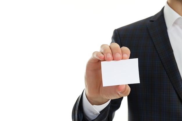 사업가 흰색 배경에 고립 된 빈 명함을 보유 하고있다.