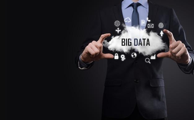 ビジネスマンは、碑文、単語ビッグデータを保持します