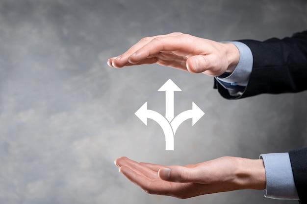 소송에서 사업가 보유 세 방향을 보여주는 기호