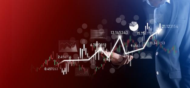 사업가 손에 은행 비즈니스 금융 그래프를 잡고 주식 시장 투자 포인트, 경제 성장 및 투자자 concept.analysis 가상 주식 시장 차트에 투자하고 사용 기술로 분석합니다.
