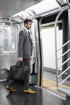 Бизнесмен в метро