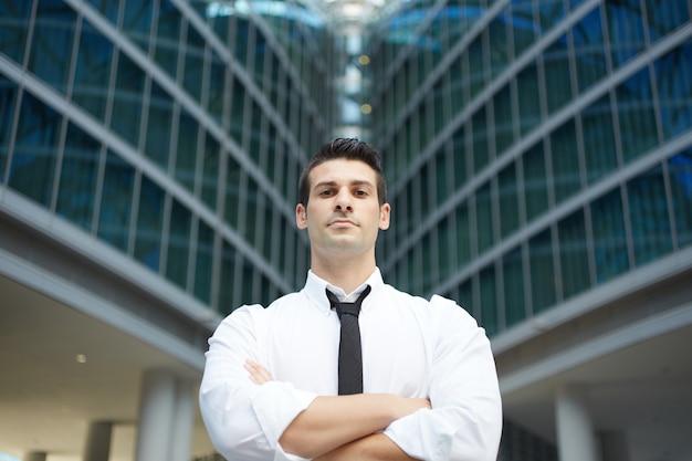Бизнесмен в городском городе