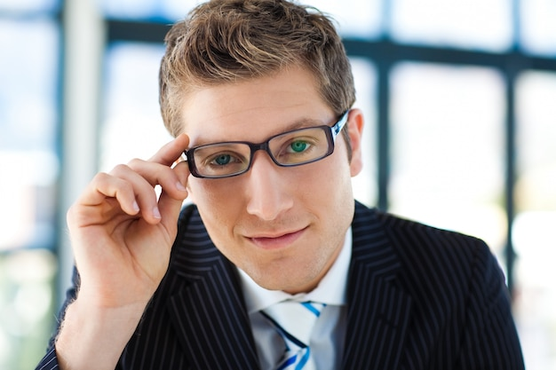 Businessman looking to the camera with glasses