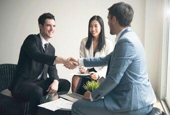 Businessman making handshake agreement. concept cooperation.