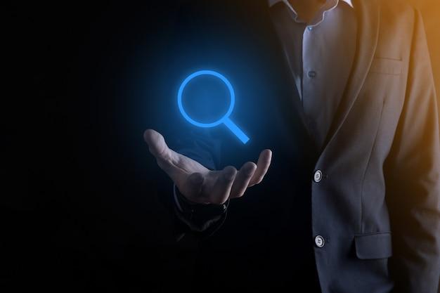 사업가, 남자 손에 돋보기 icon.business, 기술 및 인터넷 개념 개최