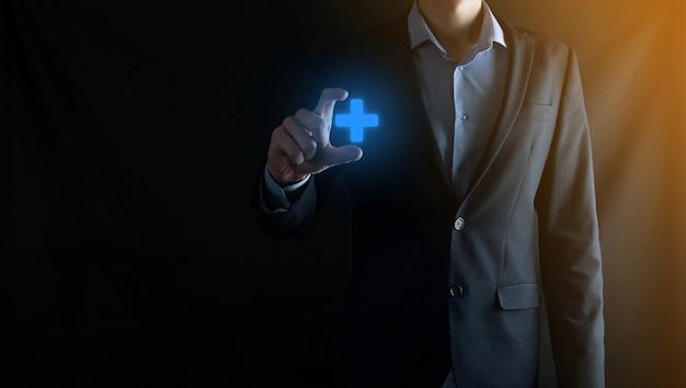 사업가, 남자 손에 잡고 이익, 혜택, 개발, csr 등 긍정적 인 것을 더하기 기호로 표시