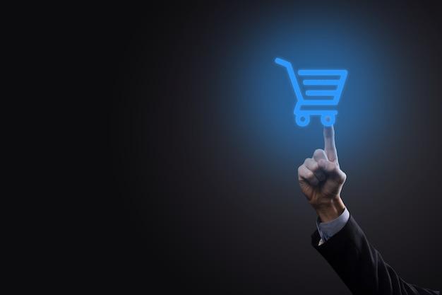 ビジネスデジタル決済インターフェースでショッピングカートトロリーミニカートを保持しているビジネスマン