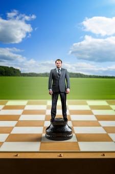 チェス盤のビジネスマン