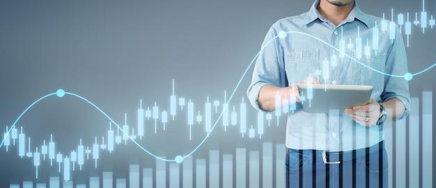 Бизнесмен планирует график роста и увеличения графика положительных показателей в своем бизнесе Premium Фотографии