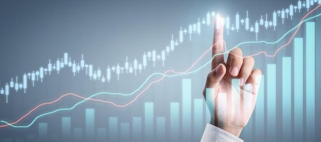 Бизнесмен планирует рост графика и увеличение положительных показателей графика в своем бизнесе