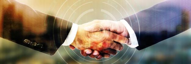 사업가는 그들의 사업과 좋은 협력을 위해 악수합니다.