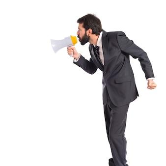 Бизнесмен, кричать на изолированные белом фоне