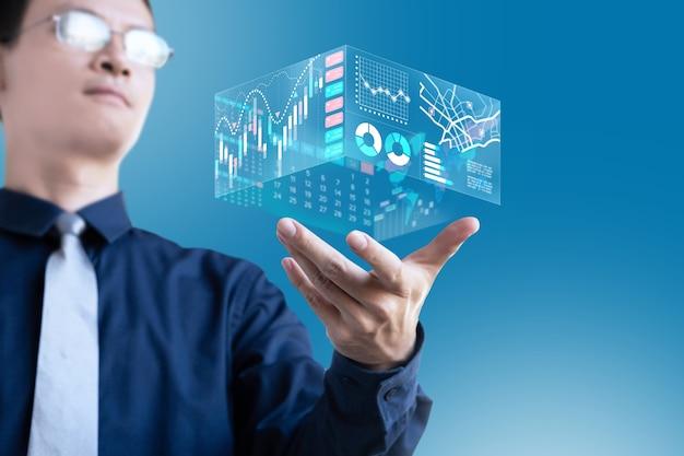 ビジネスマンは投資のために経済的な3dディスプレイグラフチャート情報を表示します