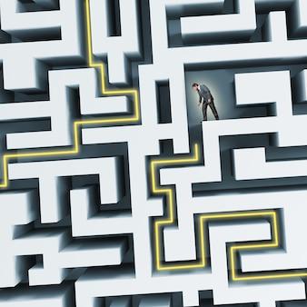 Бизнесмен, стоя в лабиринте, сталкиваясь с трудностями в бизнесе