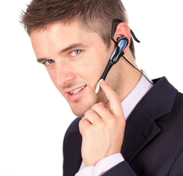 Бизнесмен говорить на гарнитуру