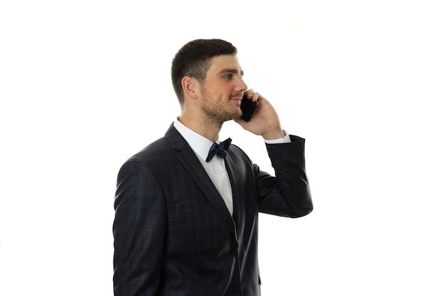 Бизнесмен разговаривает по телефону, изолированному на белом фоне.