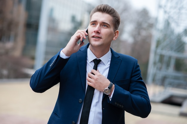 Businessman talking on the phone on the street