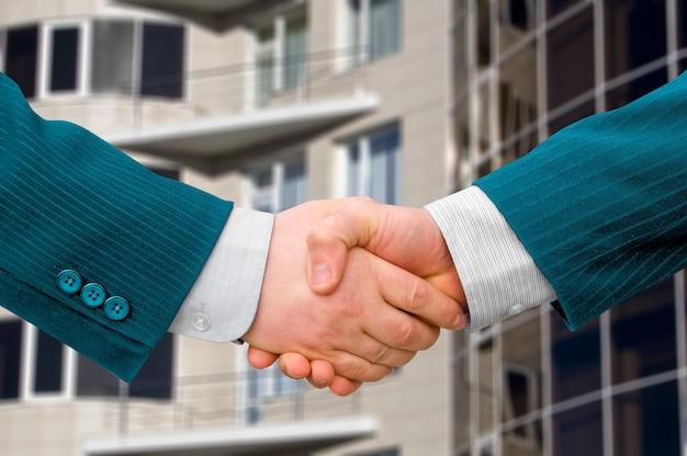 握手するビジネスマンのチームワークパートナー