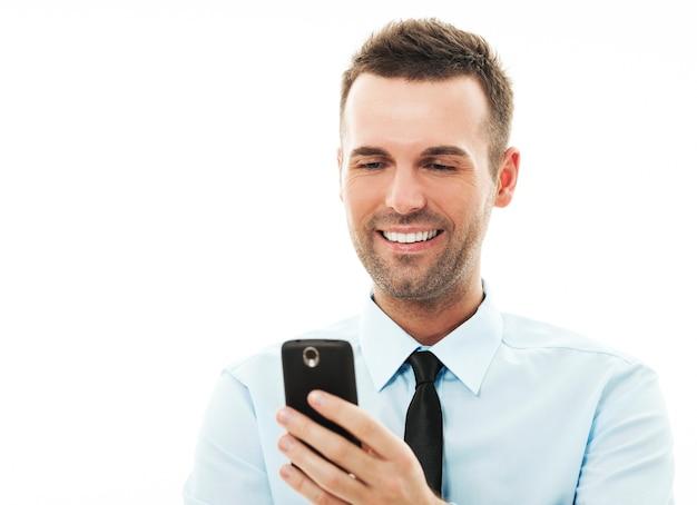 Обмен текстовыми сообщениями бизнесмена