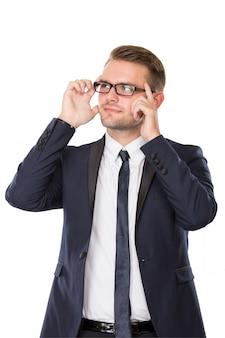 Бизнесмен думает, отвести взгляд, палец на его очки