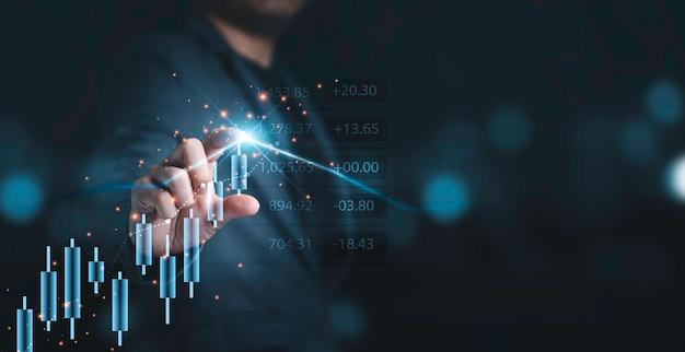 分析投資、トレーダー、バリュー投資家の概念のために株式市場のチャートとグラフに触れるビジネスマン。