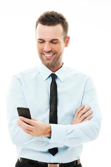 Бизнесмен, использующий смартфон