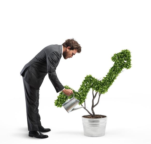 矢のように成長する植物に水をまくビジネスマン。 3dレンダリング